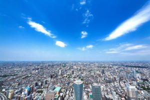 青空と東京の航空写真