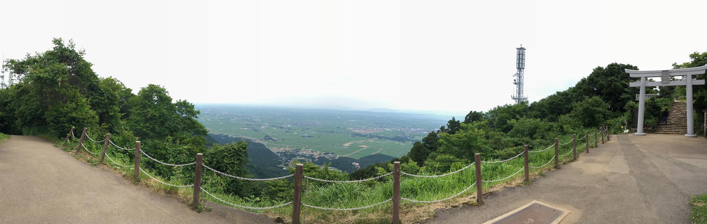 弥彦山山頂付近からの景色